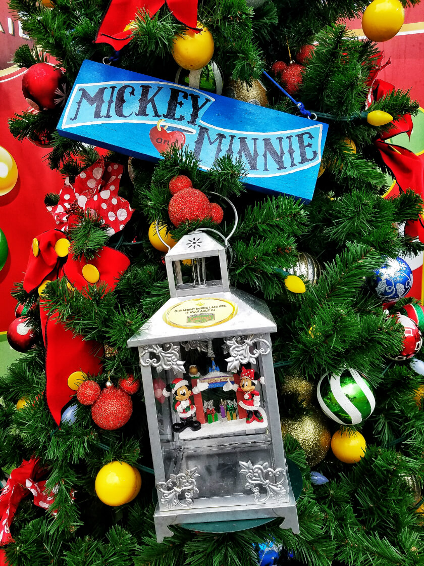 Mickey and Minnie's Christmas Tree